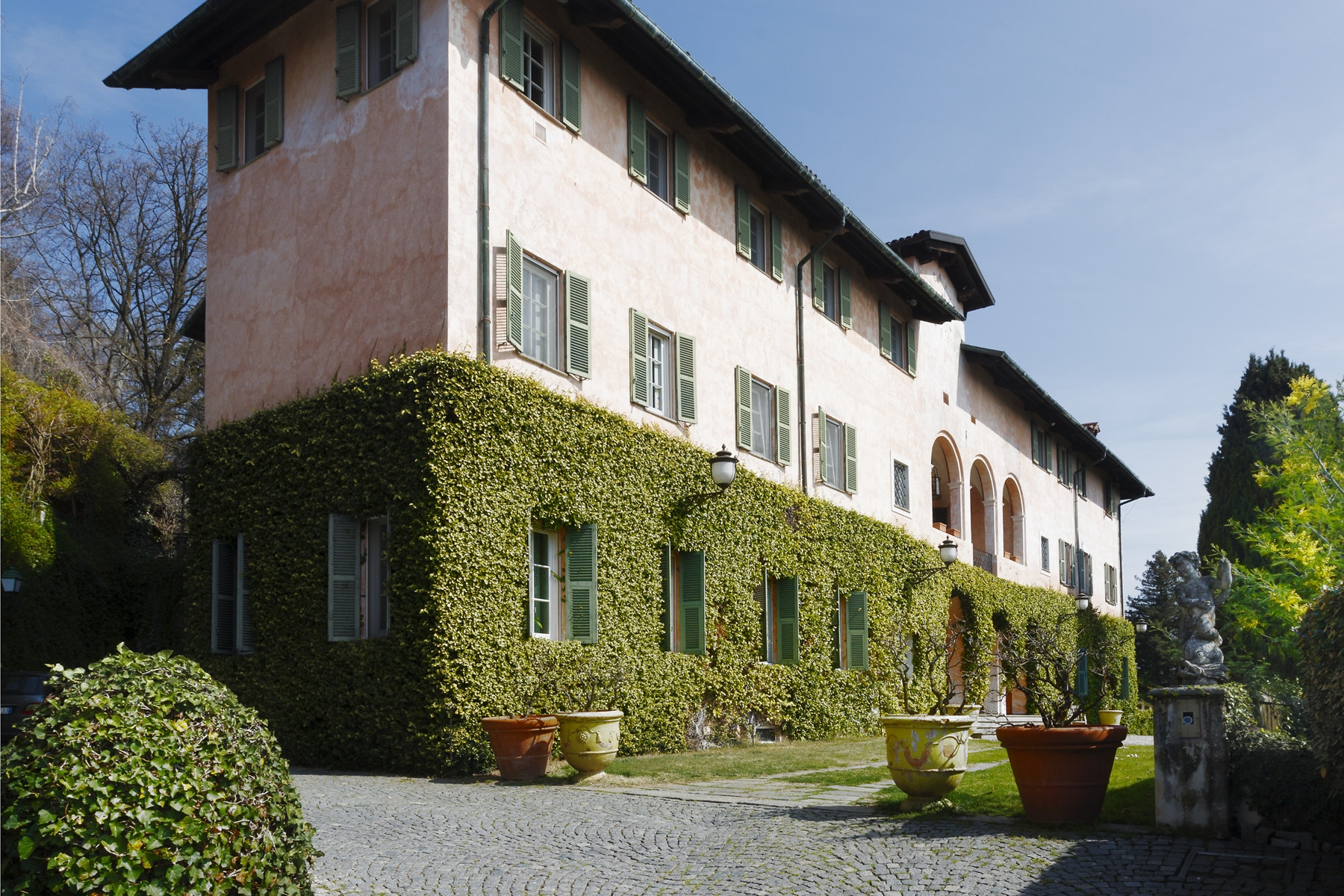 Villa in Vendita a Biella Centro: 5 locali, 2500 mq