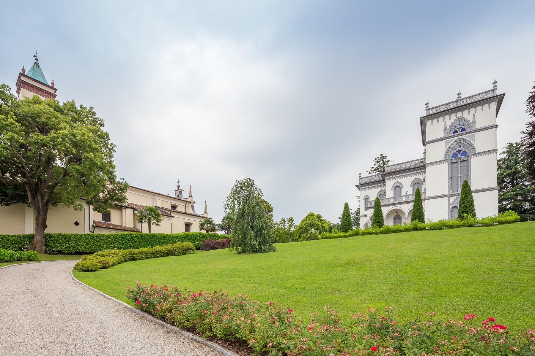 Villa in Vendita a Lesa: 5 locali, 1180 mq