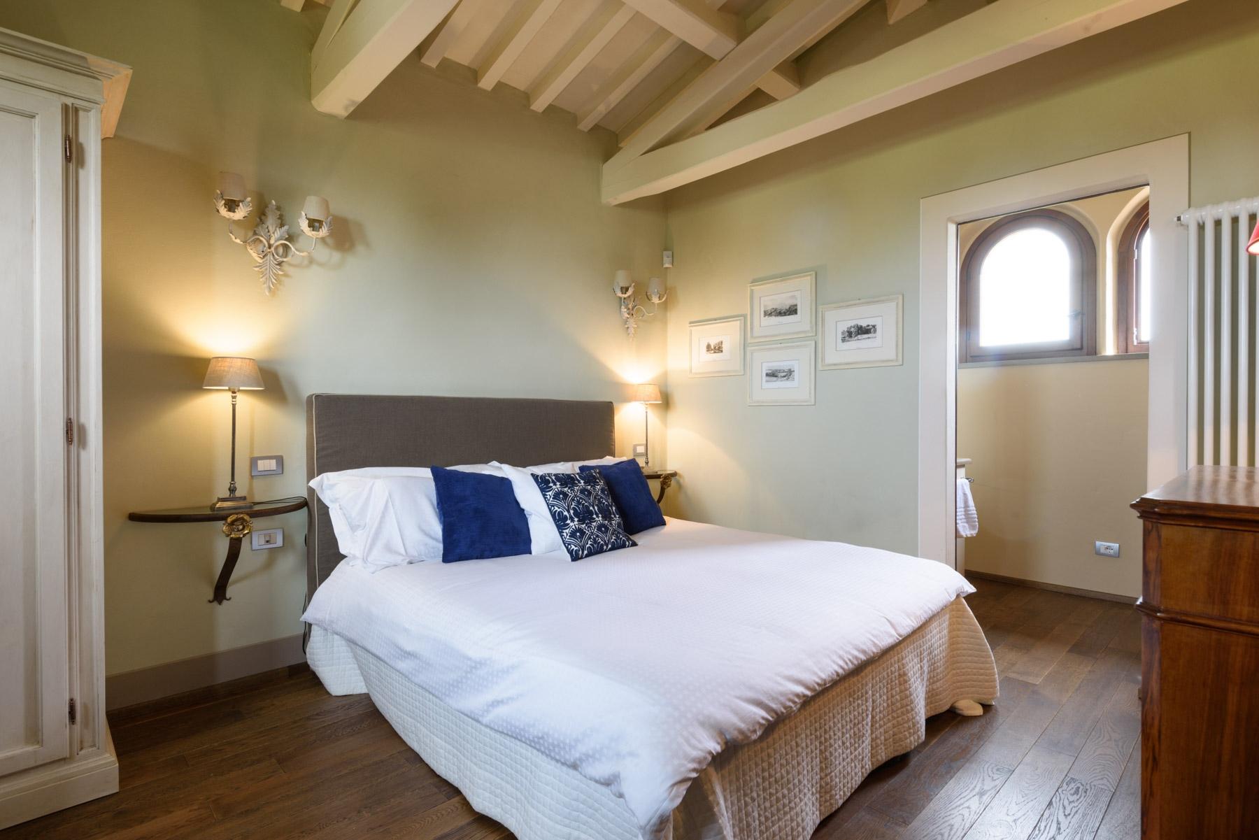 Villa in Vendita a Cortona: 5 locali, 246 mq - Foto 2