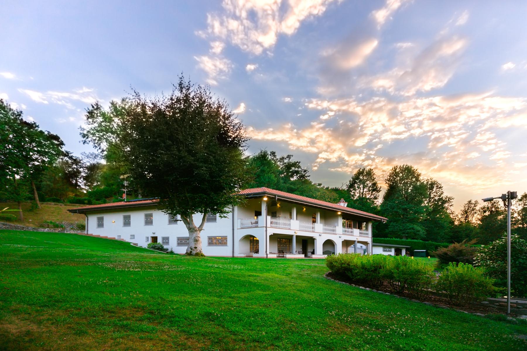 Villa in Vendita a Castelletto Sopra Ticino: 5 locali, 400 mq - Foto 1