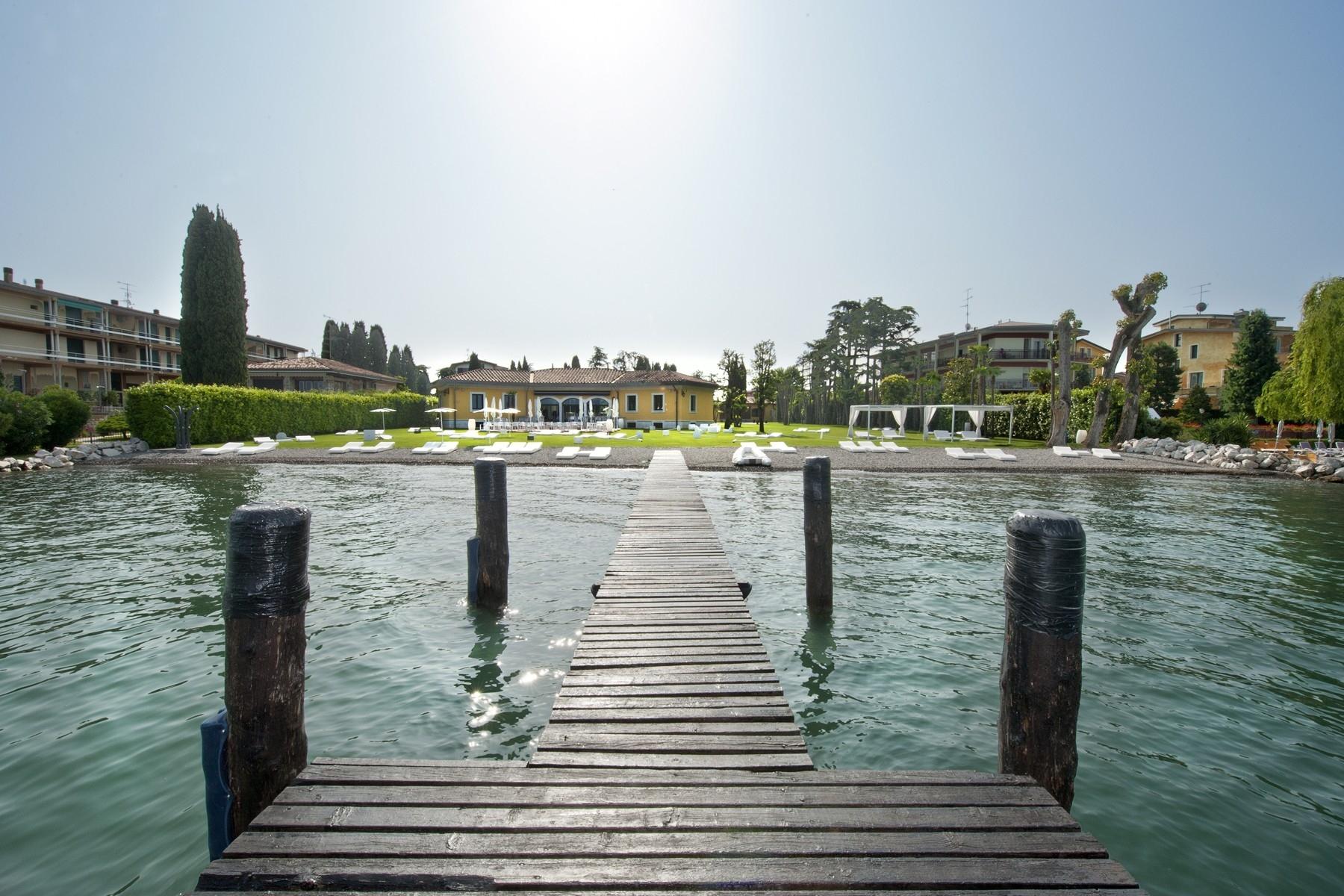 Villa in Vendita a Sirmione via benaco