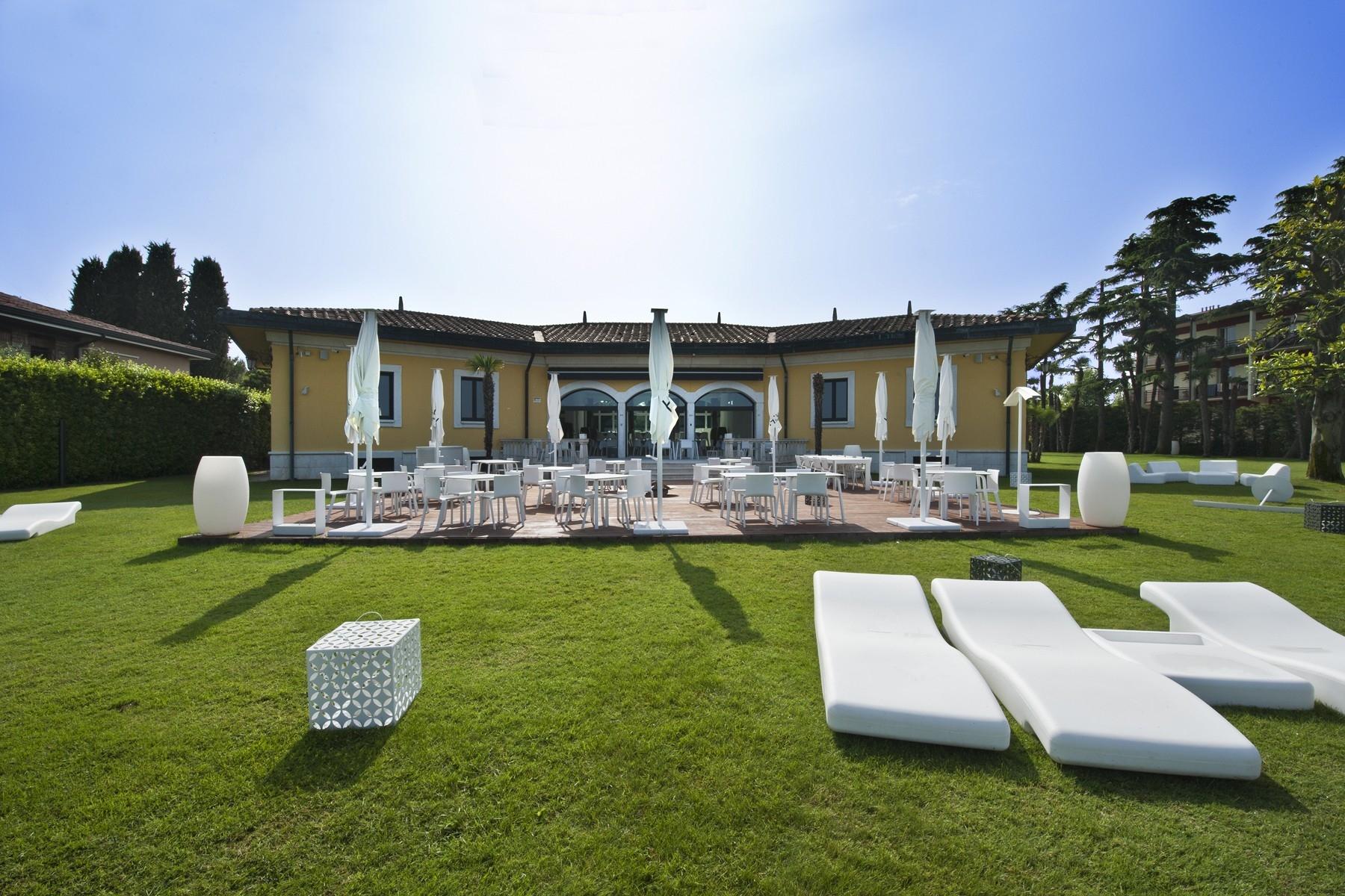Villa in Vendita a Sirmione: 5 locali, 550 mq - Foto 4