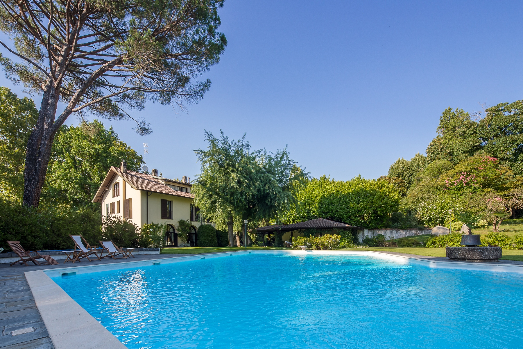 Villa in Vendita a Castelletto Sopra Ticino: 5 locali, 870 mq - Foto 2