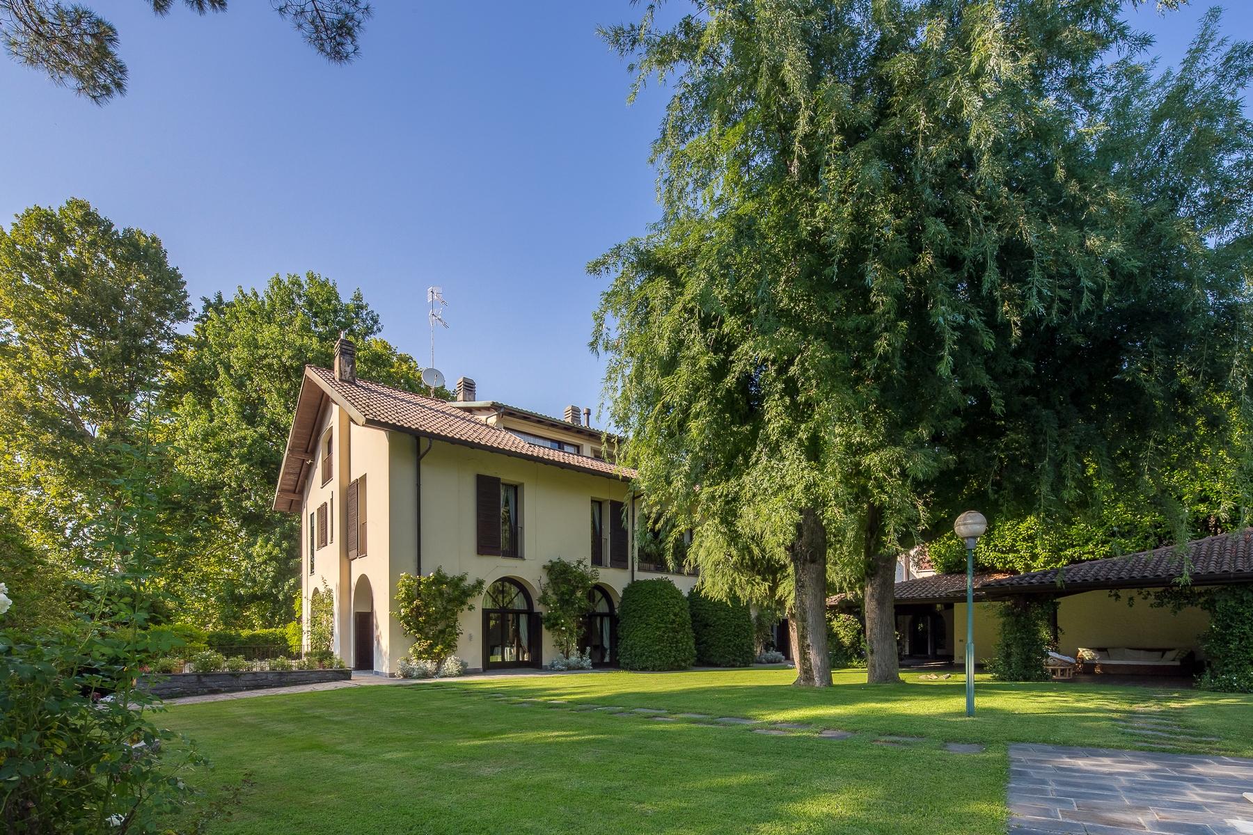 Villa in Vendita a Castelletto Sopra Ticino: 5 locali, 870 mq