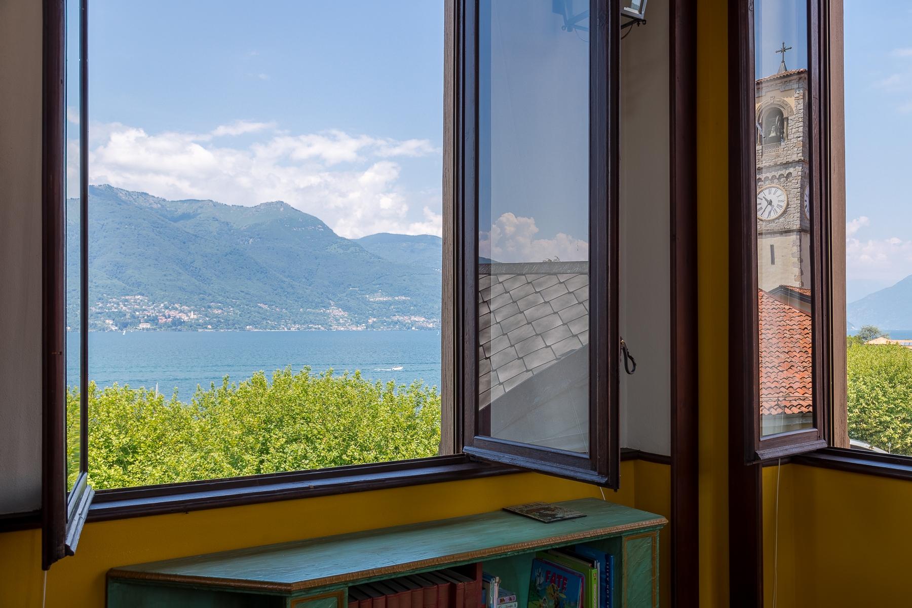 Villa in Vendita a Porto Valtravaglia: 5 locali, 400 mq
