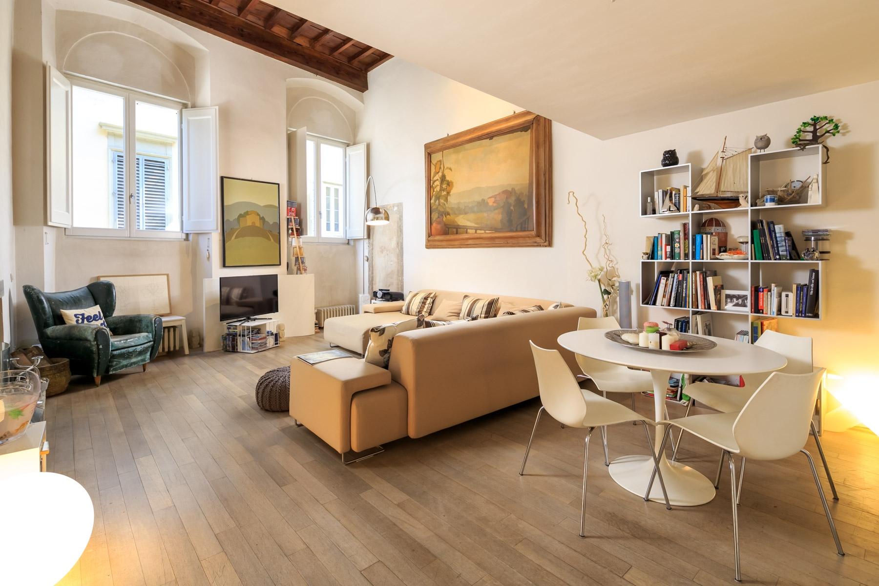 Appartamento in Vendita a Firenze via dei bardi