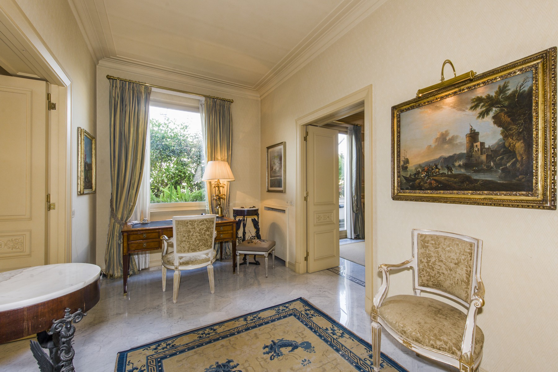 Appartamento di lusso in vendita a roma via barberini for Appartamento ufficio roma
