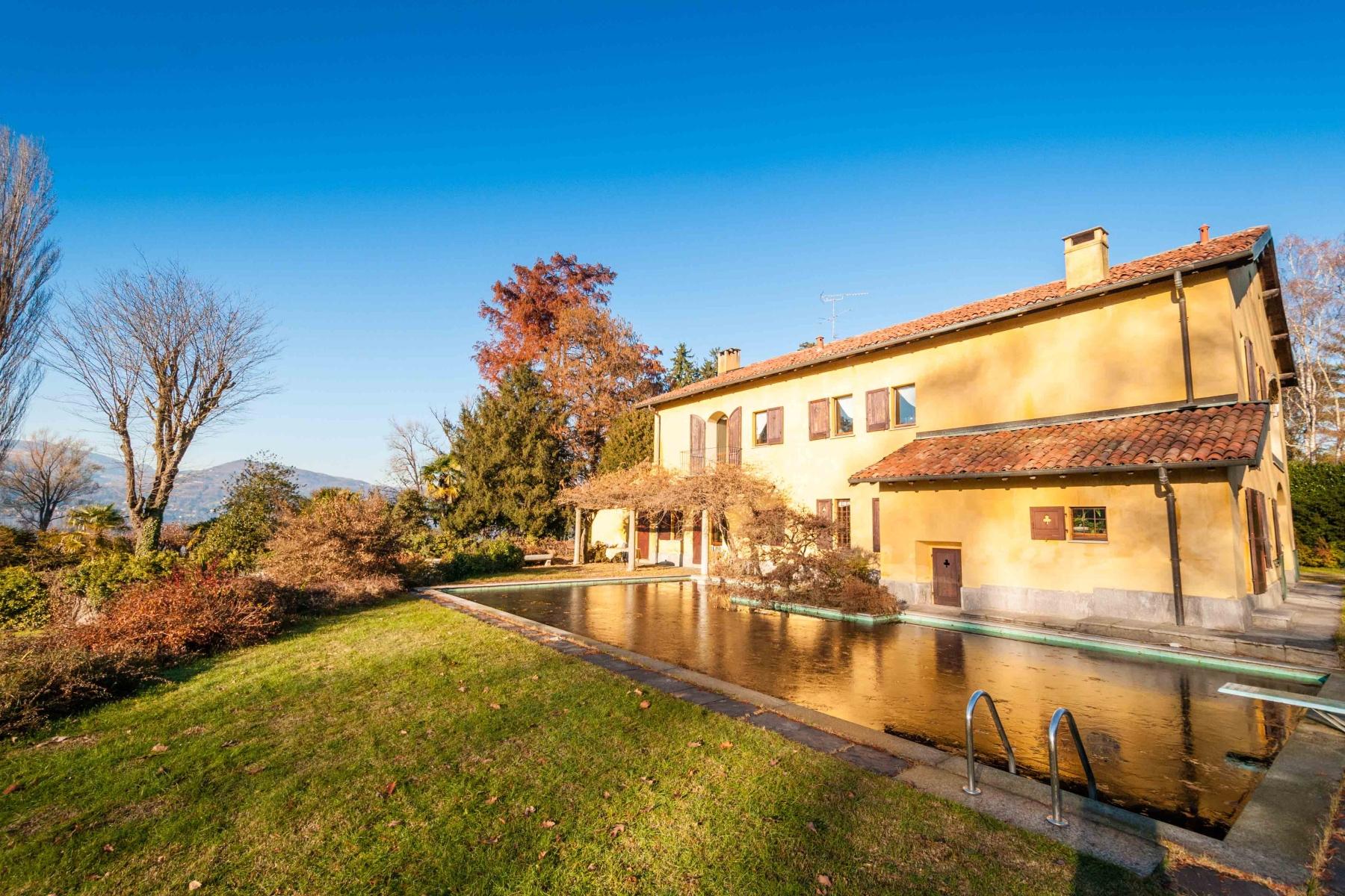 Villa in Vendita a Ispra: 5 locali, 500 mq