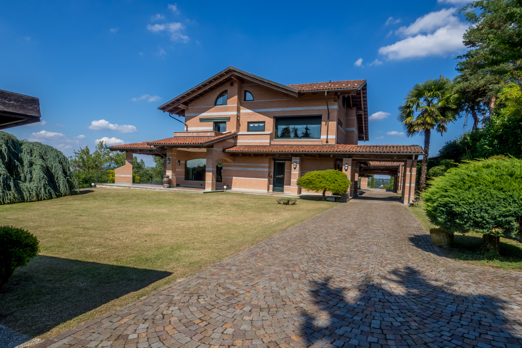 Villa in Vendita a Cantarana: 5 locali, 700 mq