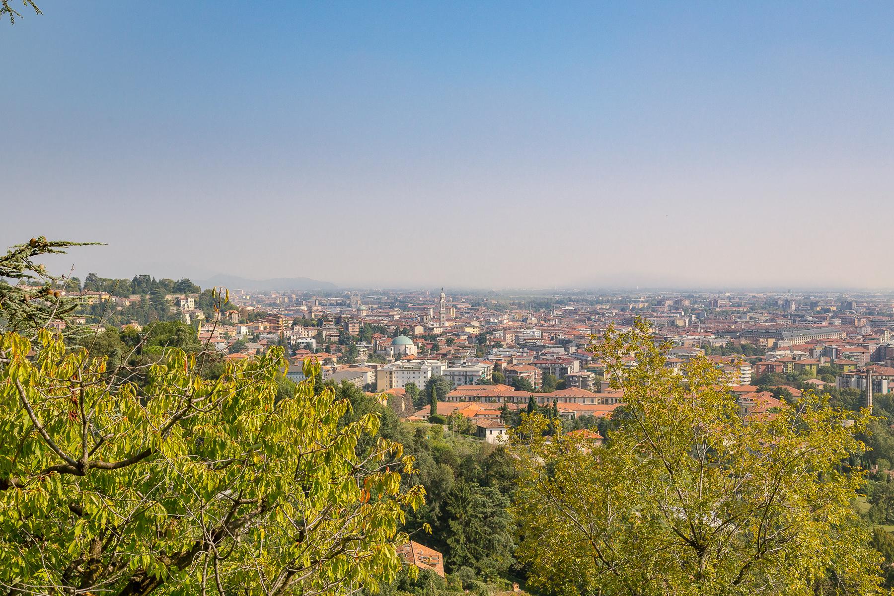Villa in Vendita a Bergamo: 5 locali, 650 mq - Foto 2