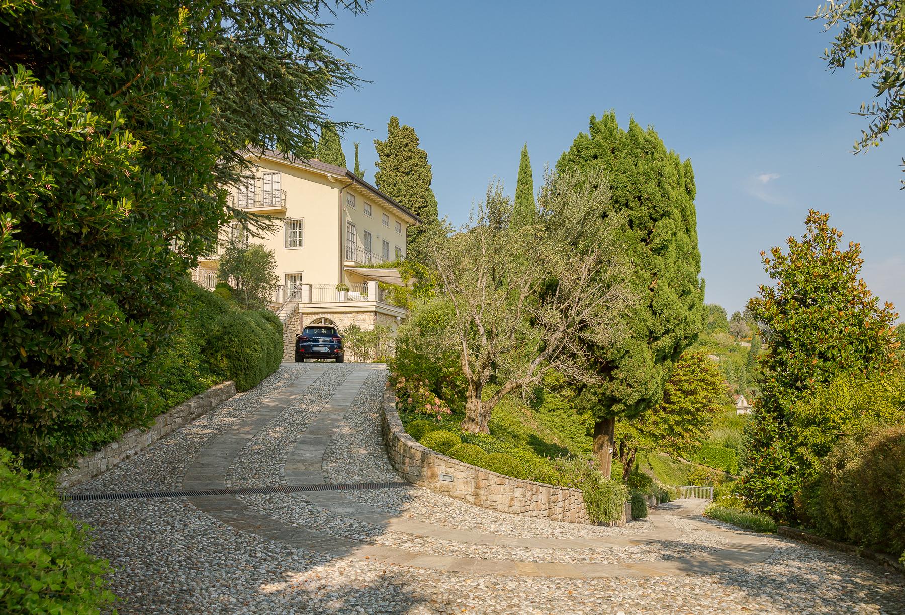 Villa in Vendita a Bergamo: 5 locali, 650 mq