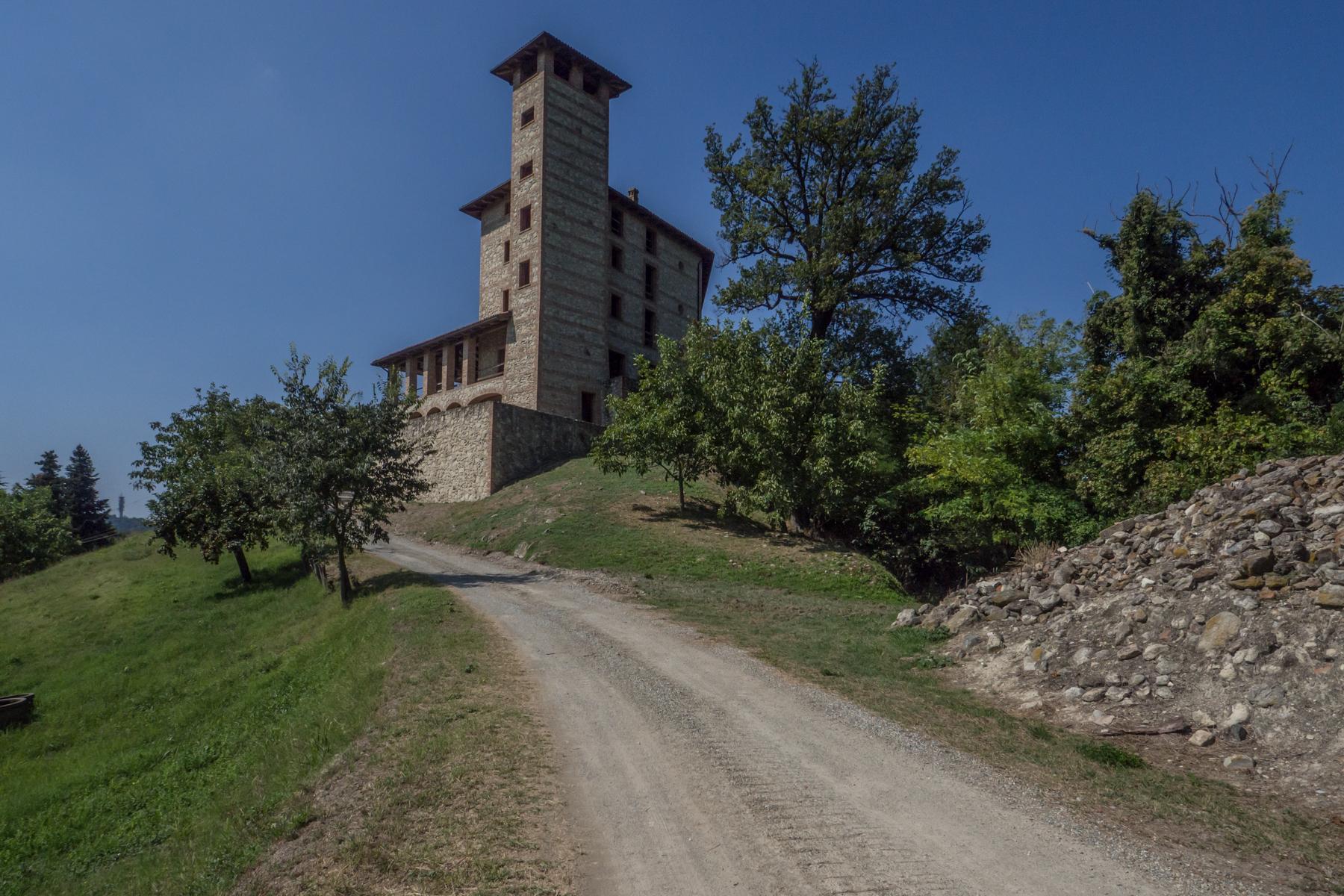 Villa in Vendita a Odalengo Piccolo: 5 locali, 2000 mq