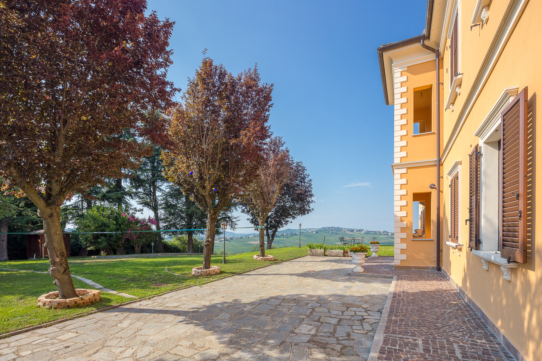 Villa in Vendita a Montecalvo Versiggia: 5 locali, 850 mq