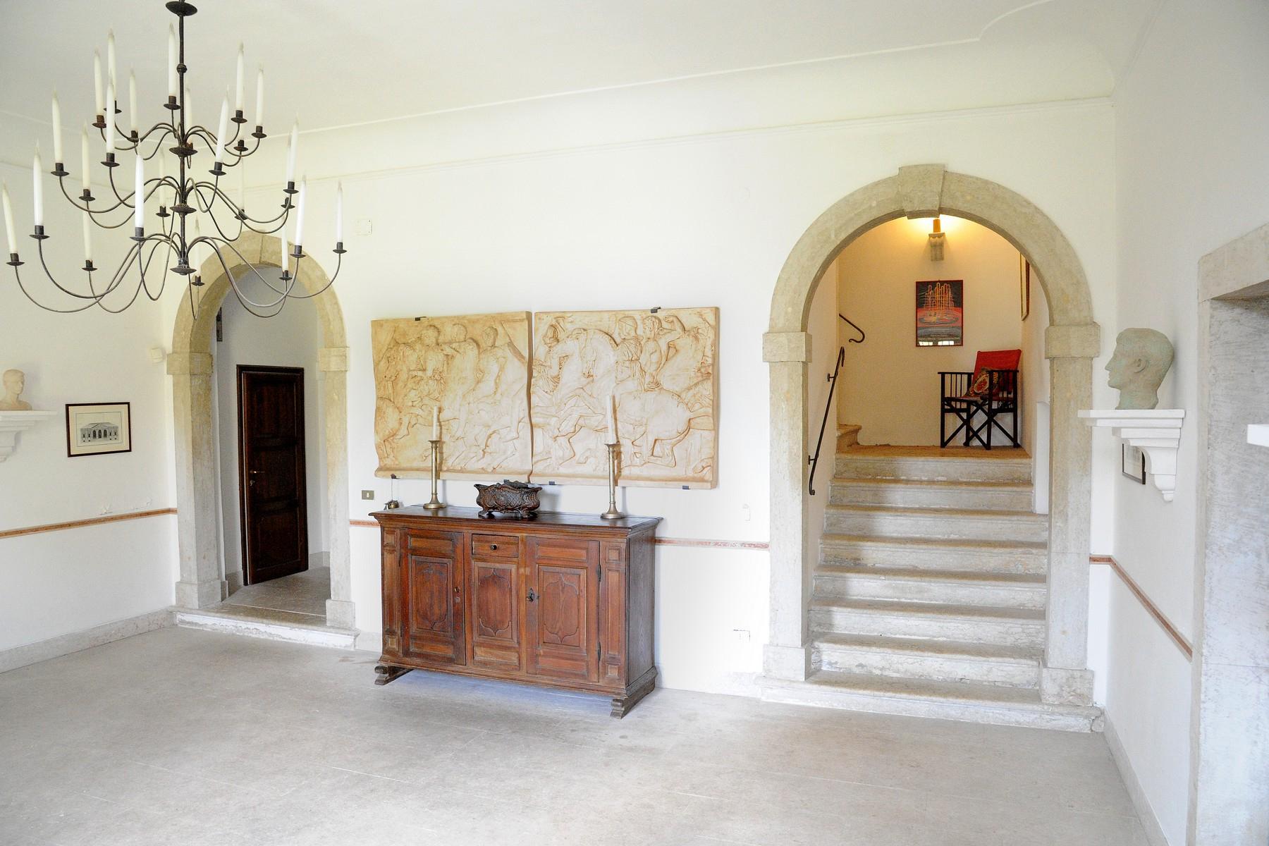 Palazzo in Vendita a Cavaion Veronese: 5 locali, 600 mq