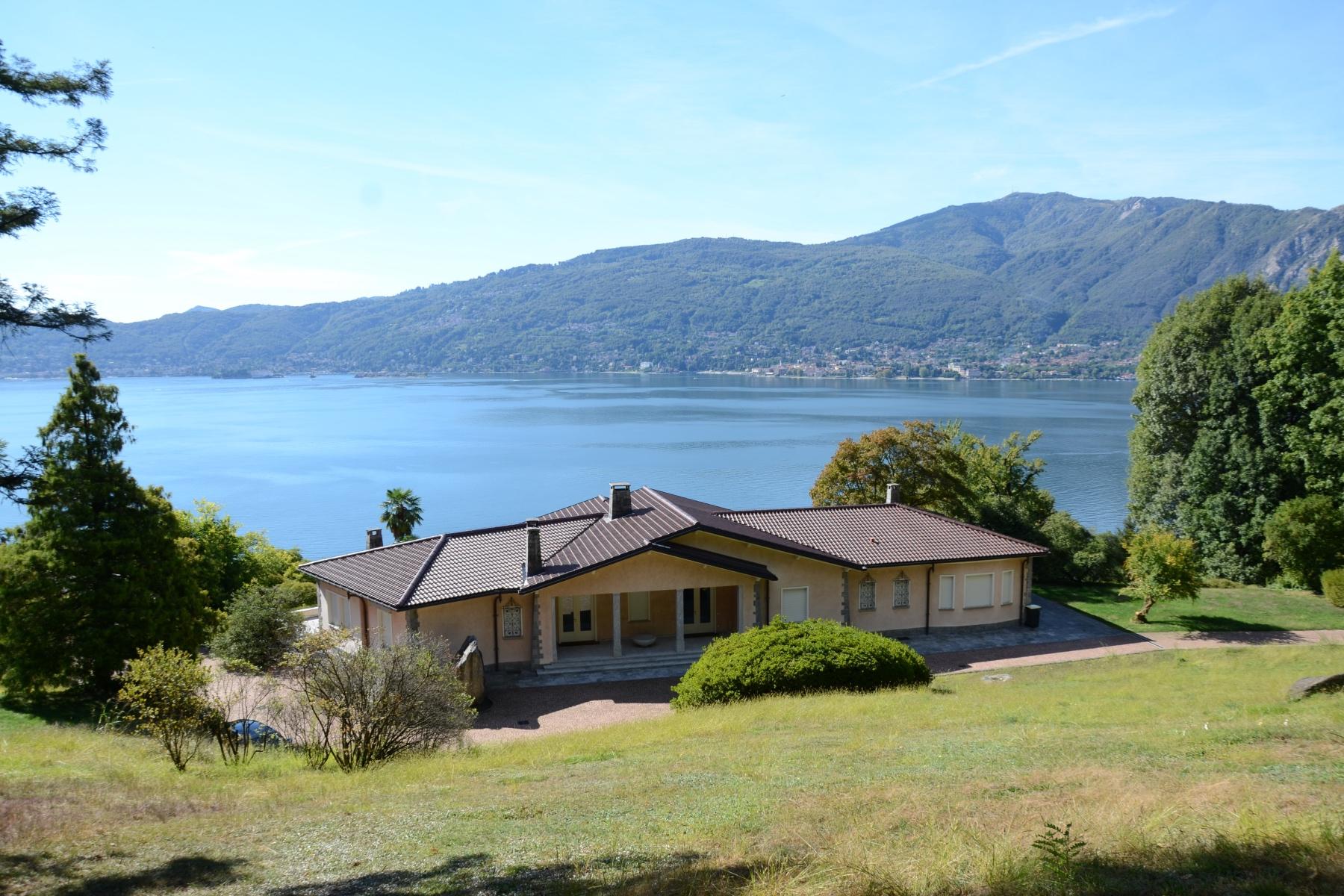 Villa in Vendita a Verbania: 5 locali, 800 mq
