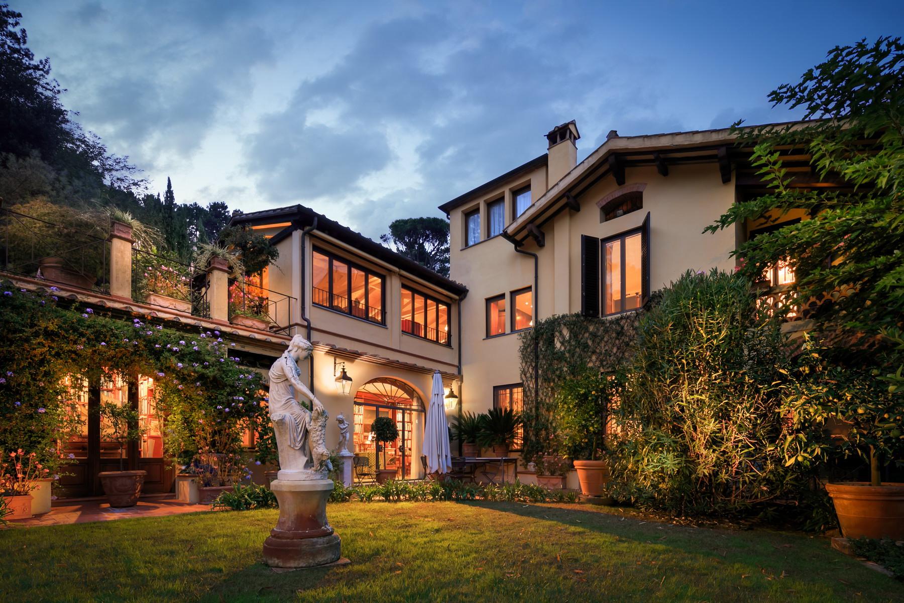Villa in Vendita a Lucca: 5 locali, 900 mq