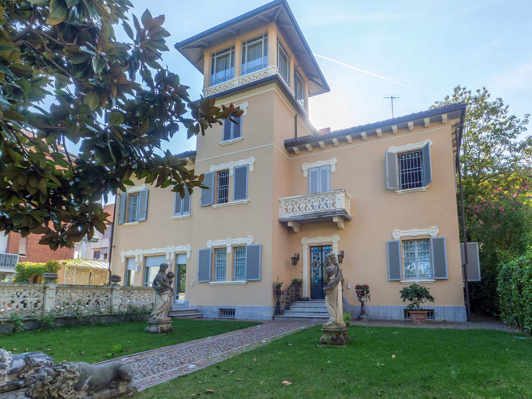 Villa in Vendita a Asti Centro: 5 locali, 491 mq
