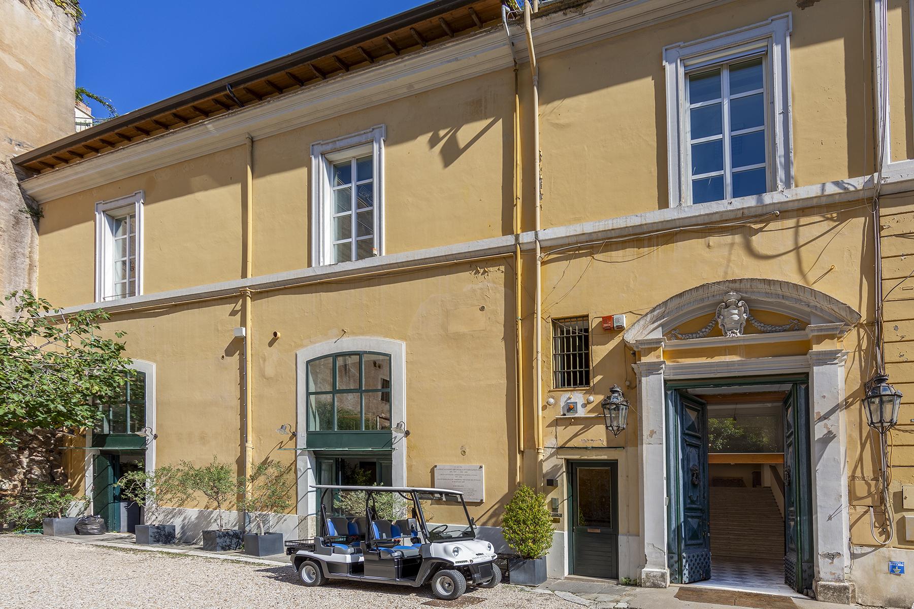 Ufficio studio di lusso in vendita a roma piazza di spagna for Studio affitto roma