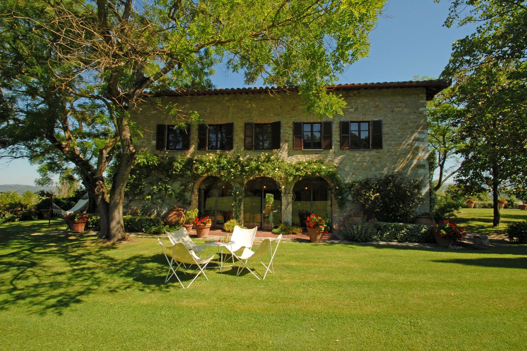 Villa in Vendita a Corciano: 5 locali, 650 mq - Foto 2