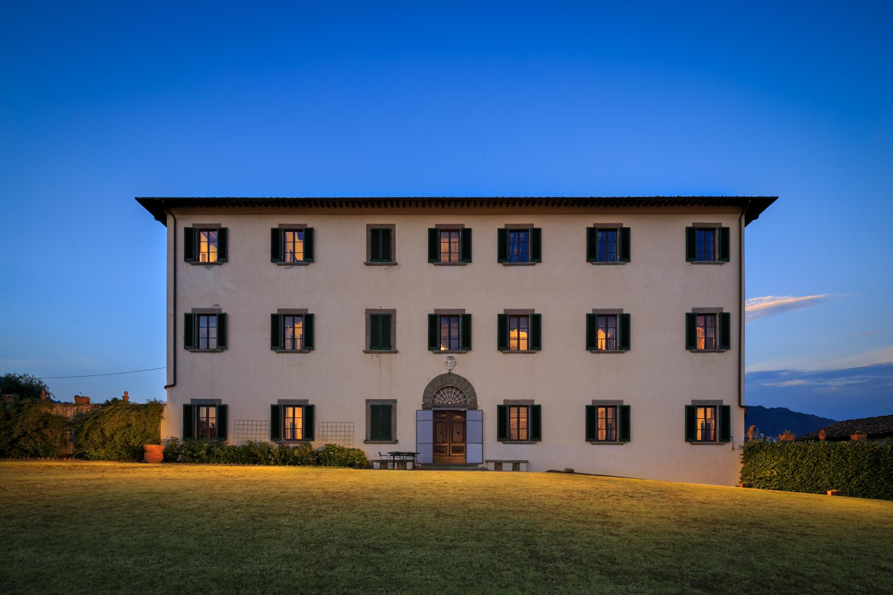Villa in Vendita a Pescia: 5 locali, 1900 mq - Foto 2