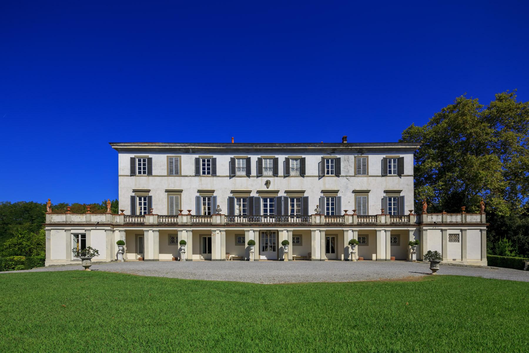 Villa in Vendita a Capannori: 5 locali, 3000 mq