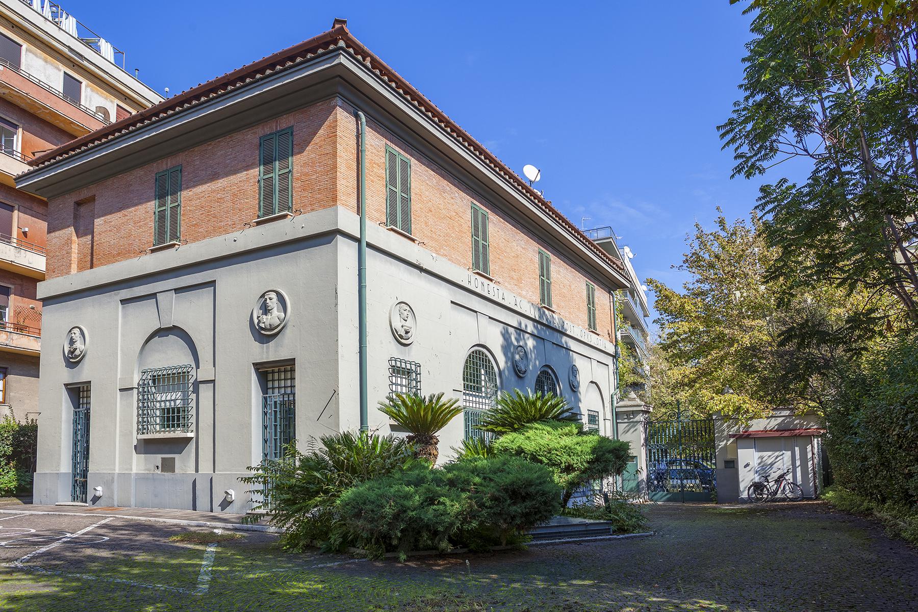 Villa in Vendita a Roma via xxi aprile
