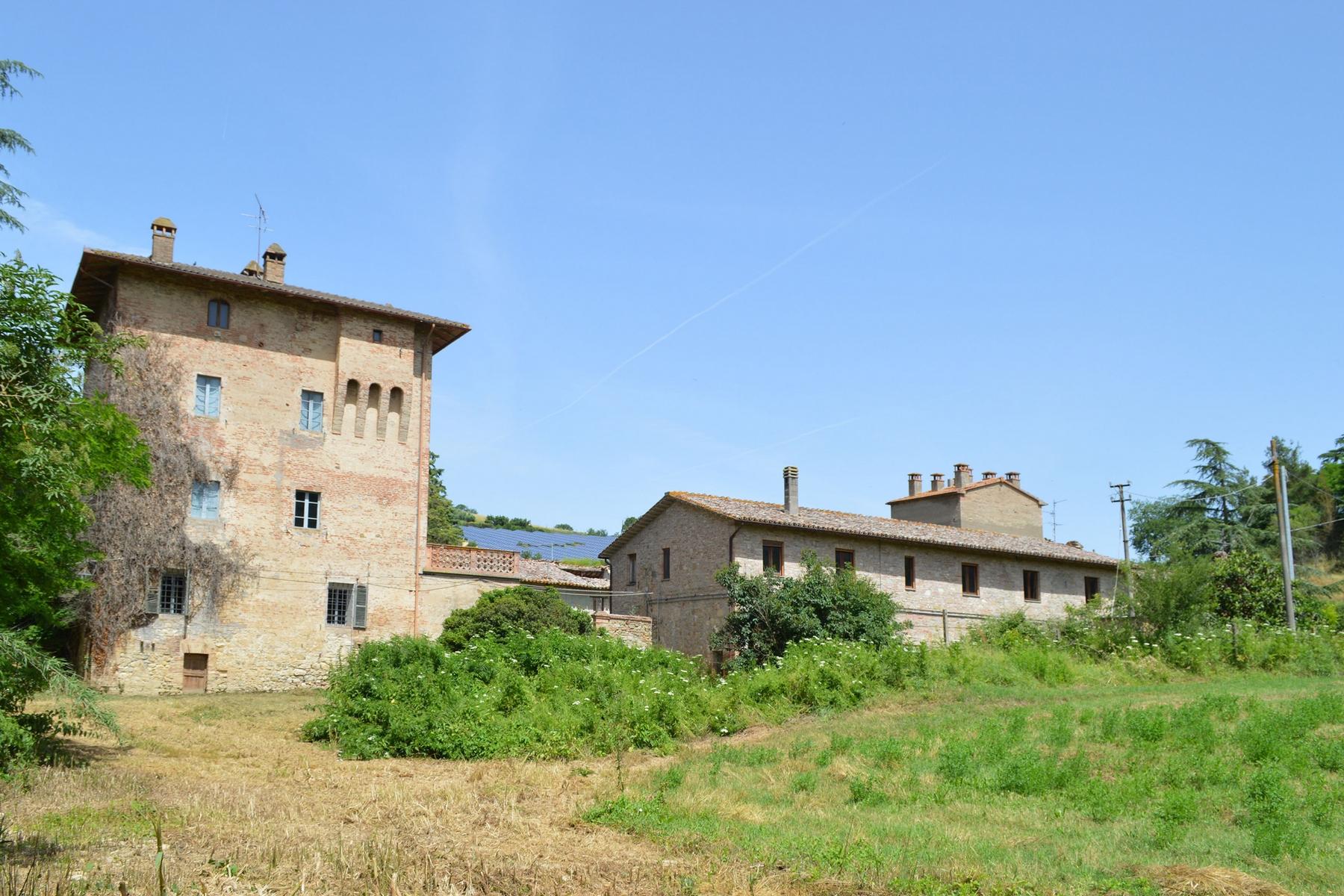 Rustico in Vendita a Marsciano: 5 locali, 1500 mq - Foto 2