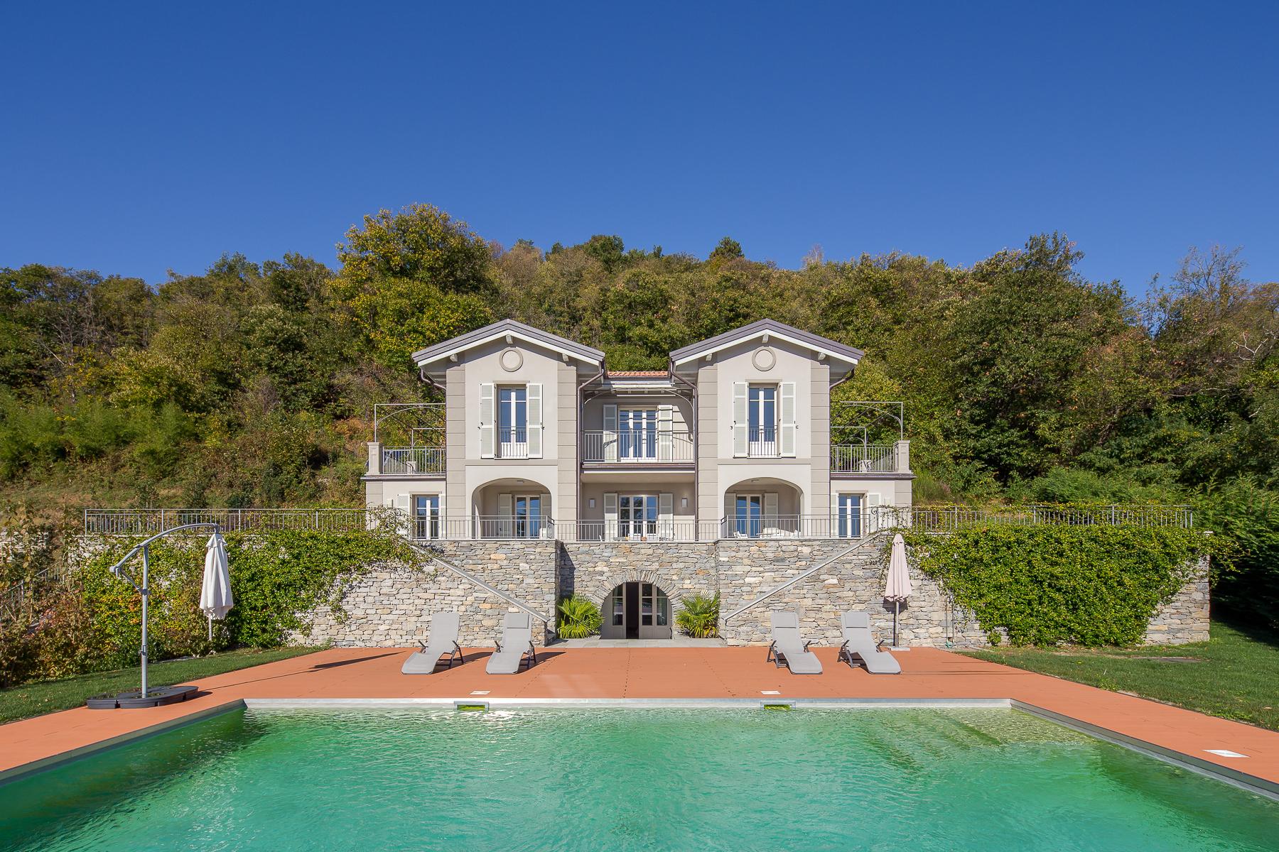 Villa in Vendita a Verbania: 5 locali, 419 mq