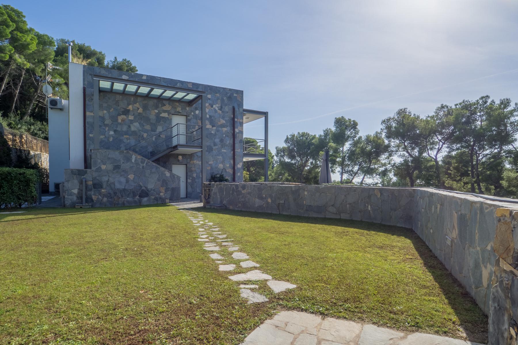 Villa in Vendita a Andora: 5 locali, 370 mq