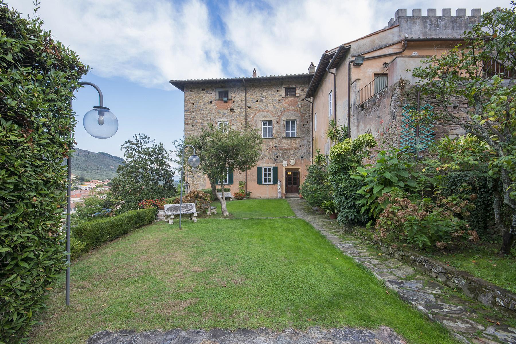 Villa in Vendita a Buti: 5 locali, 1450 mq