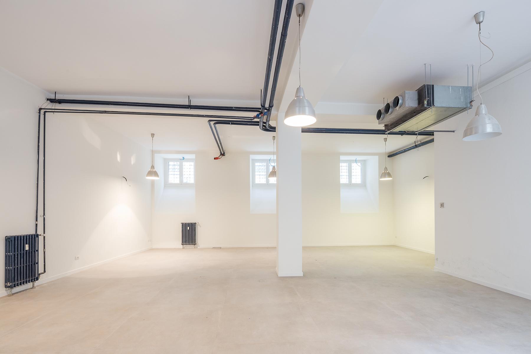 Ufficio-studio in Affitto a Milano via nerino