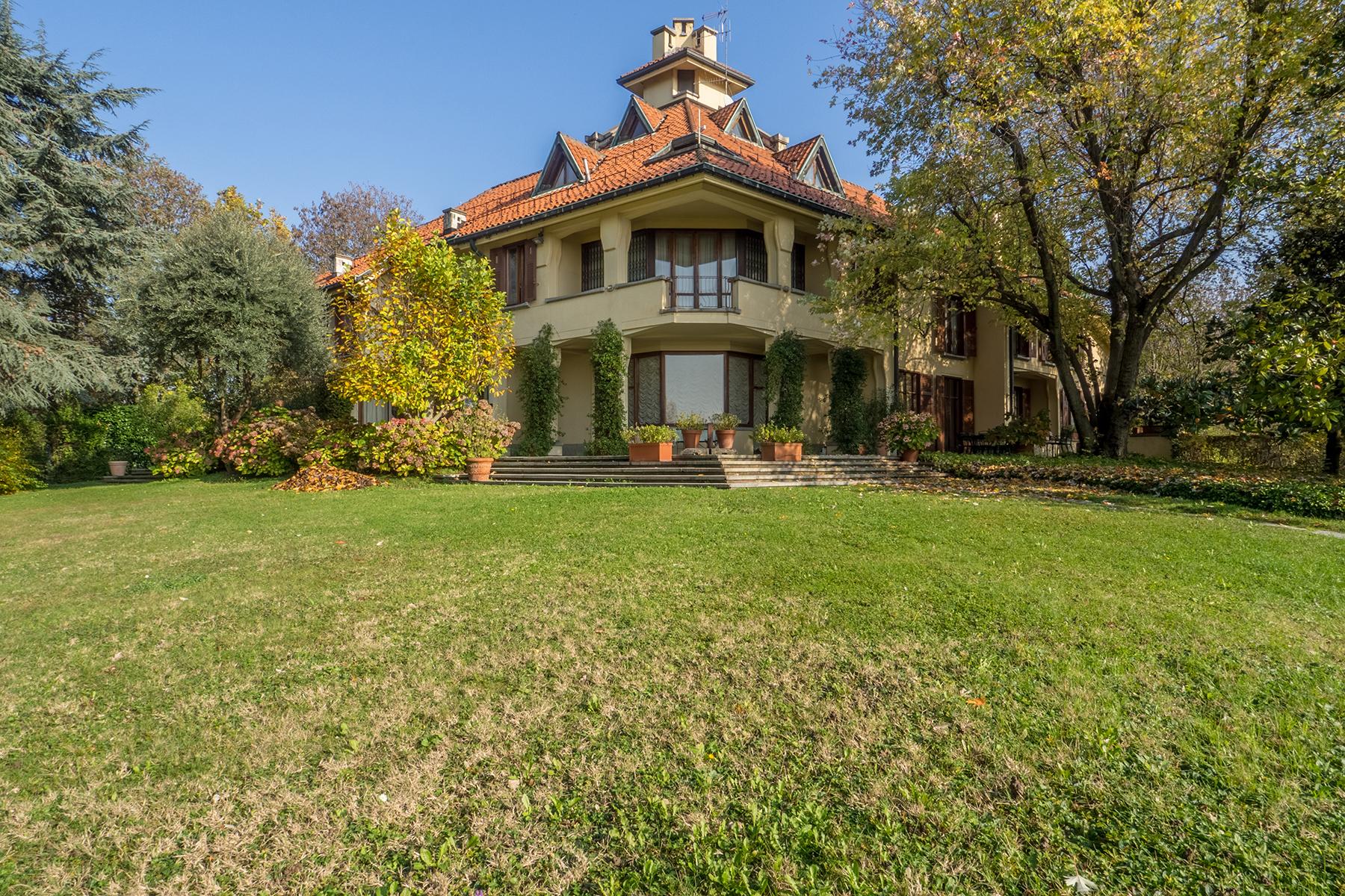 Villa in Vendita a Torino: 5 locali, 750 mq