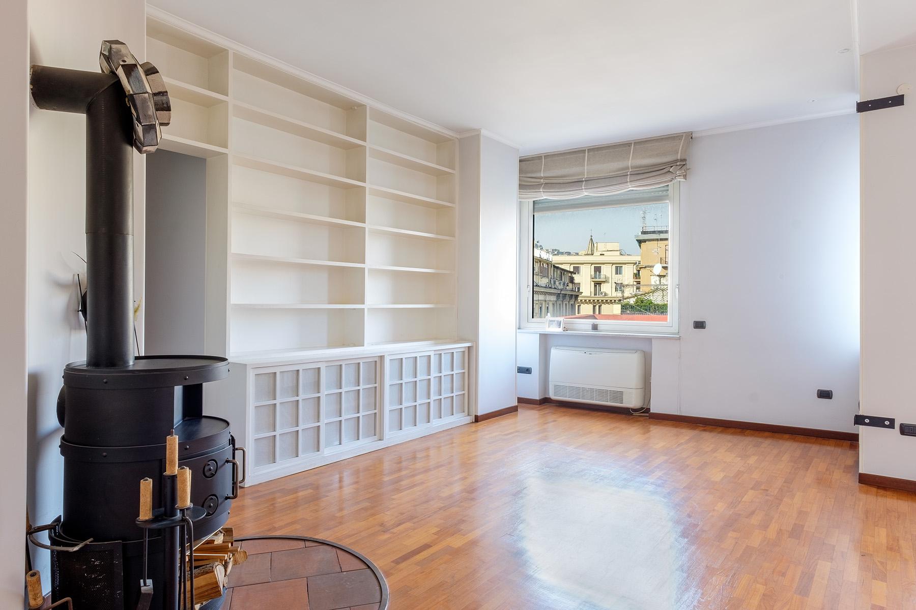 Appartamento in Vendita a Napoli: 5 locali, 240 mq - Foto 2