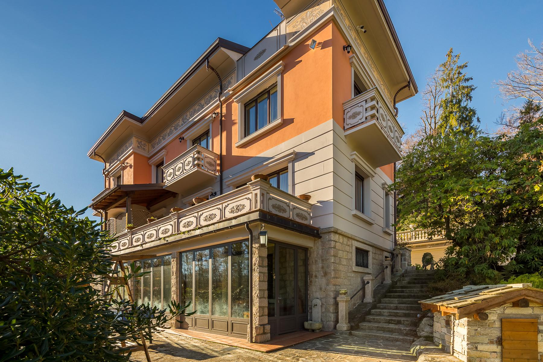 Villa in Vendita a Gignese: 5 locali, 486 mq