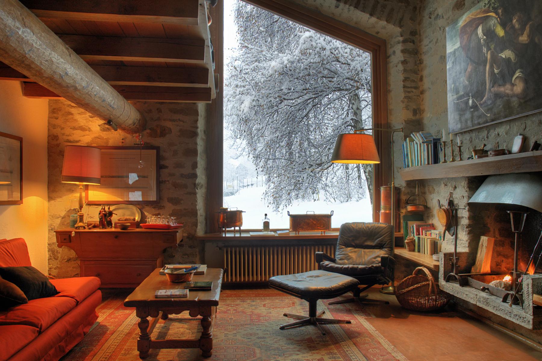 Villa in Vendita a Pre'-Saint-Didier: 5 locali, 700 mq