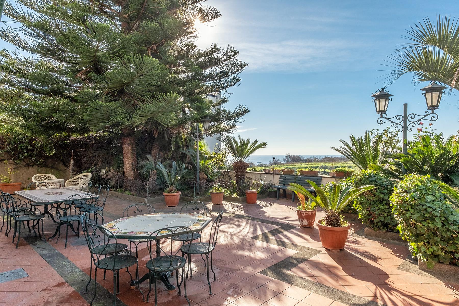 Villa in Vendita a Napoli via viale costa