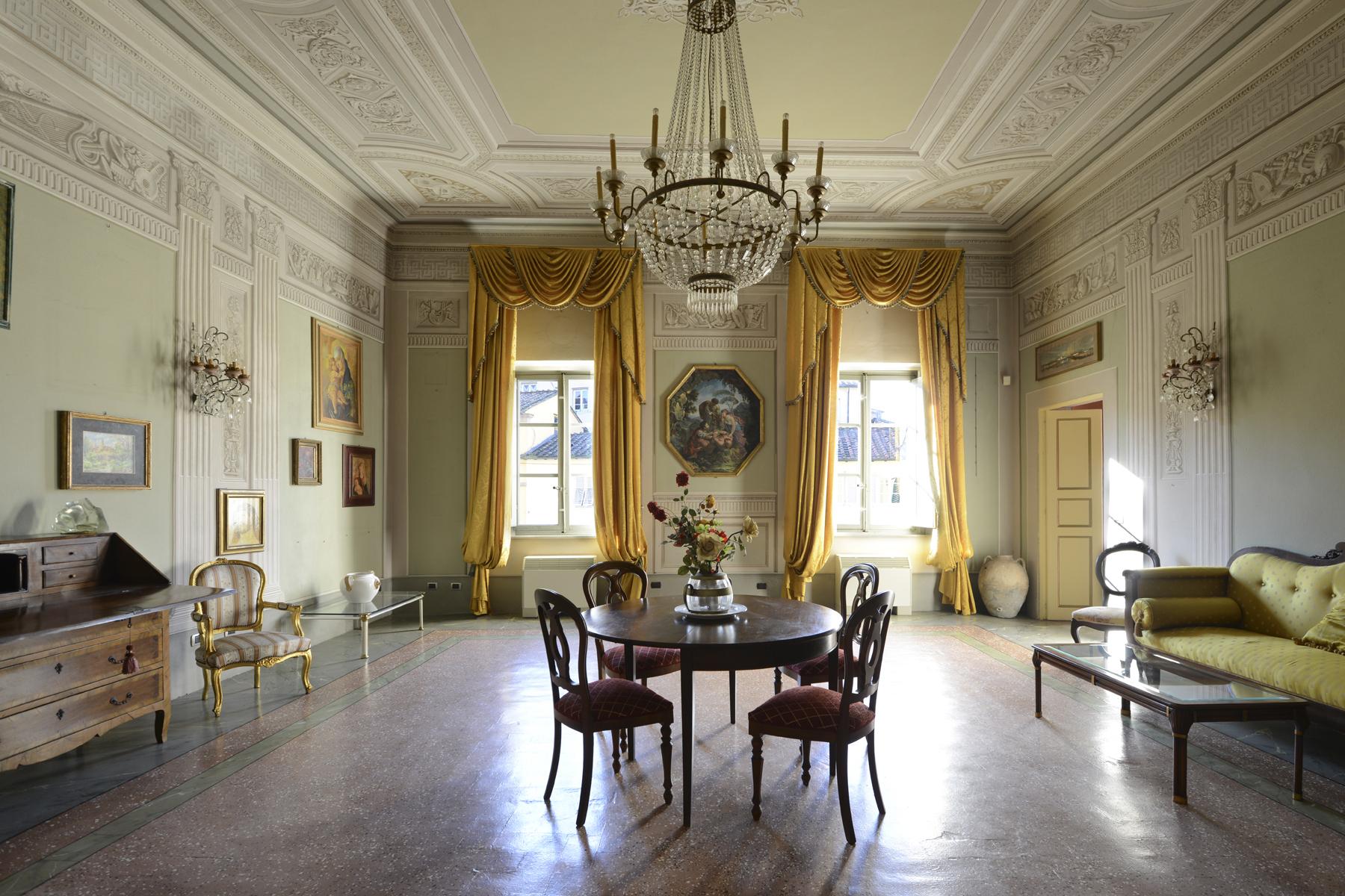 Appartamento in Vendita a Lucca Centro: 5 locali, 230 mq
