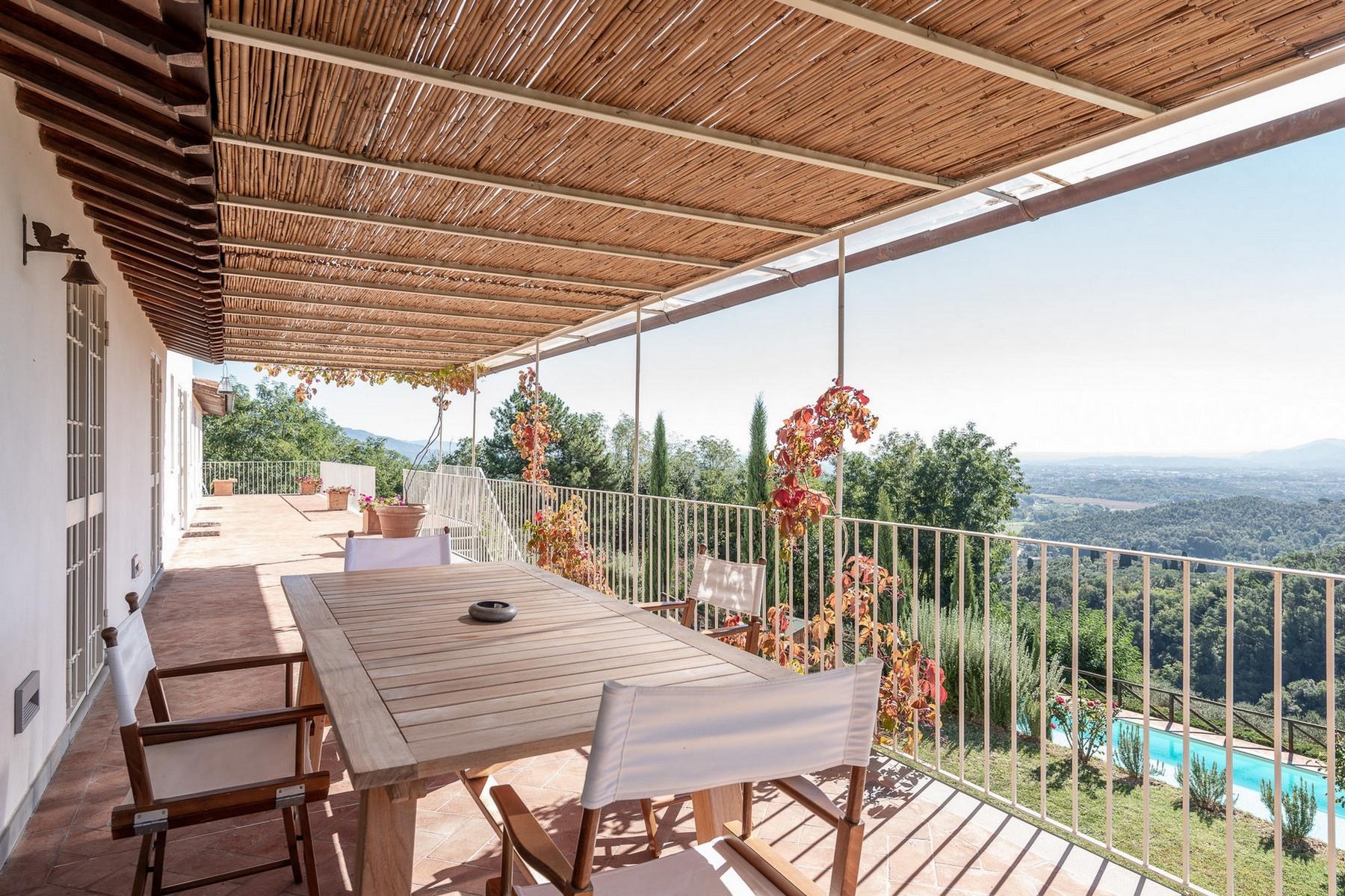 Villa in Vendita a Lucca: 5 locali, 680 mq