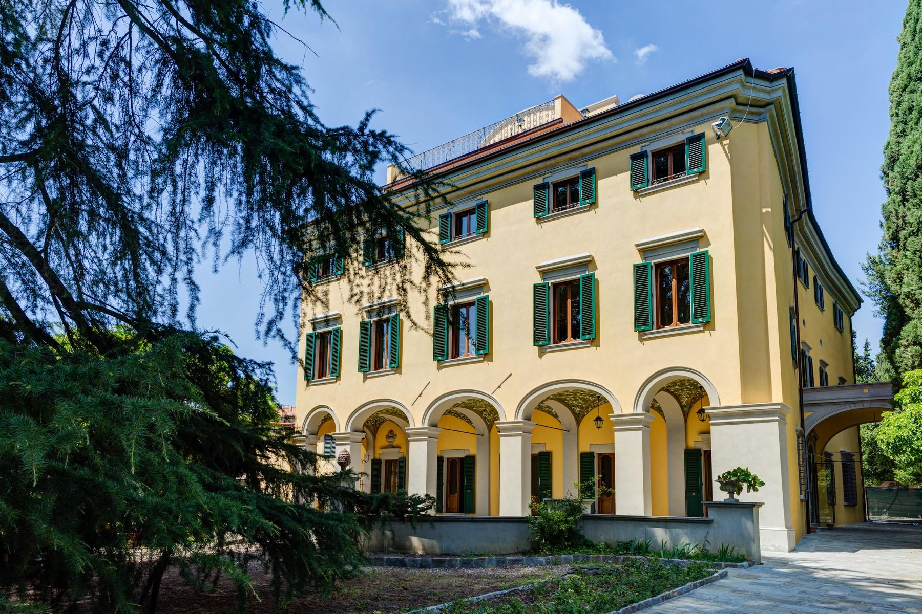 Villa in Vendita a Firenze: 5 locali, 3300 mq - Foto 2