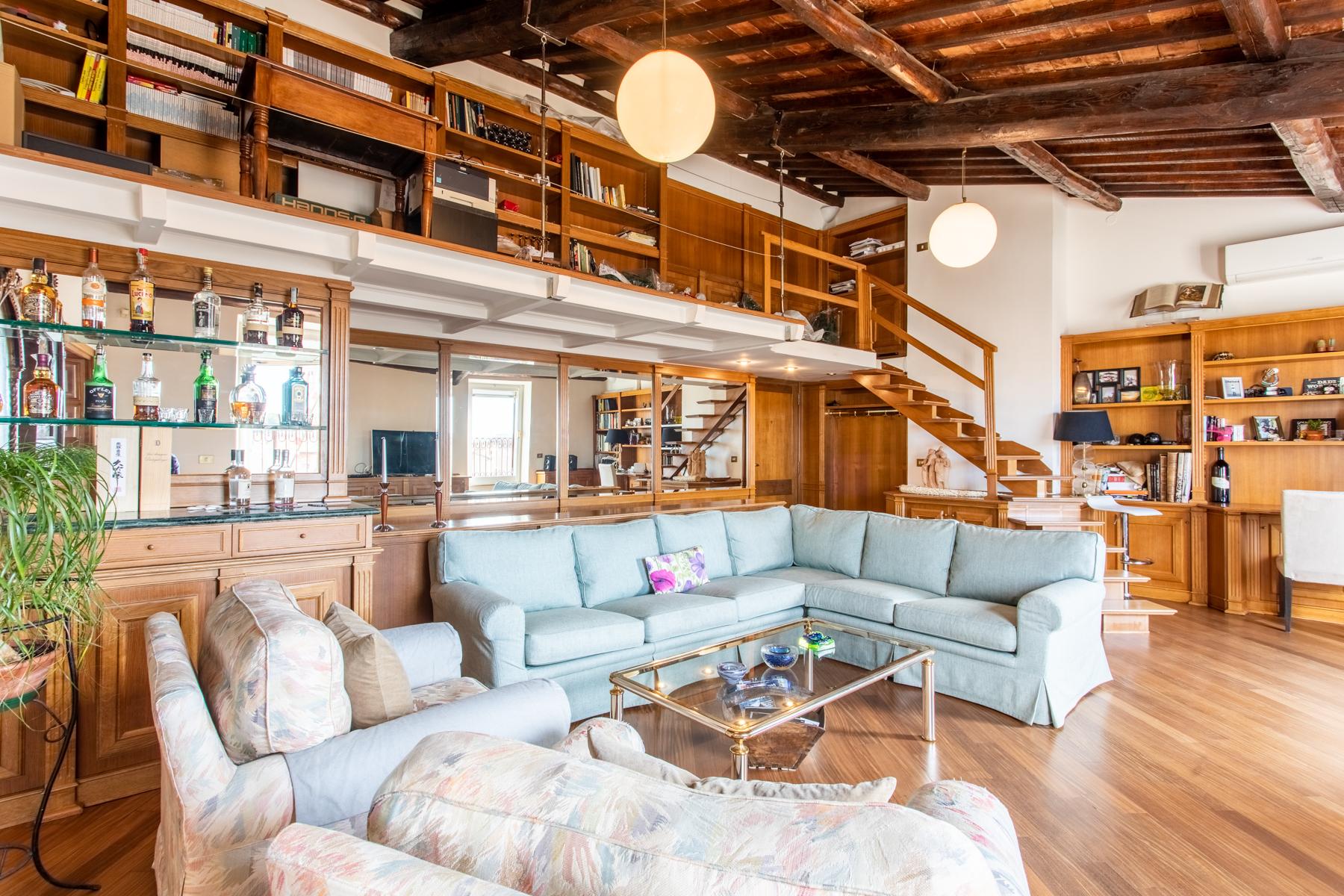 Appartamento di lusso in affitto a roma via del colosseo for Studio affitto roma