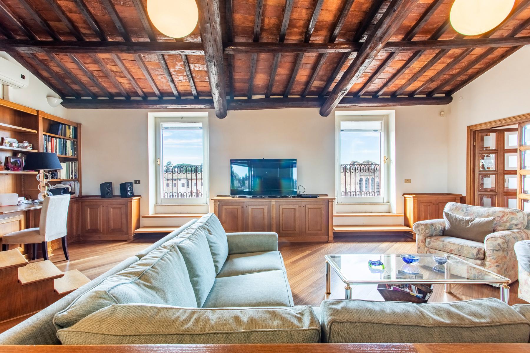 Appartamento di lusso in affitto a roma via del colosseo for Affitto studio eur