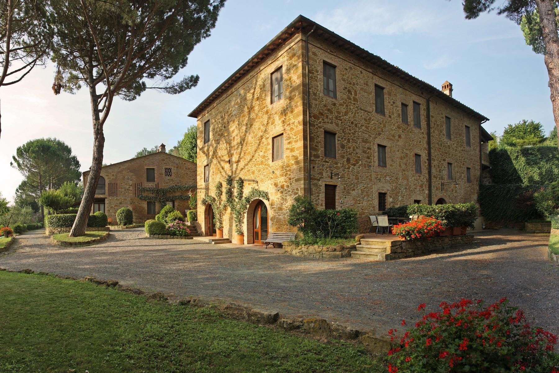 Rustico in Vendita a Montaione: 5 locali, 1200 mq