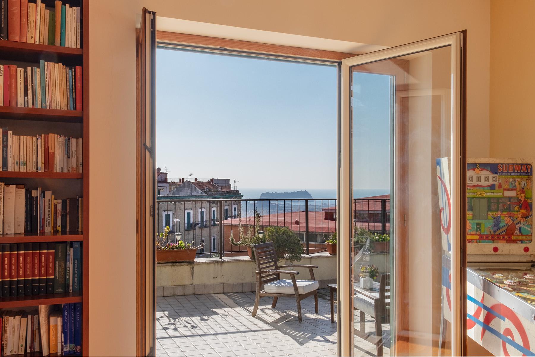 Appartamento in Vendita a Napoli: 5 locali, 220 mq - Foto 2
