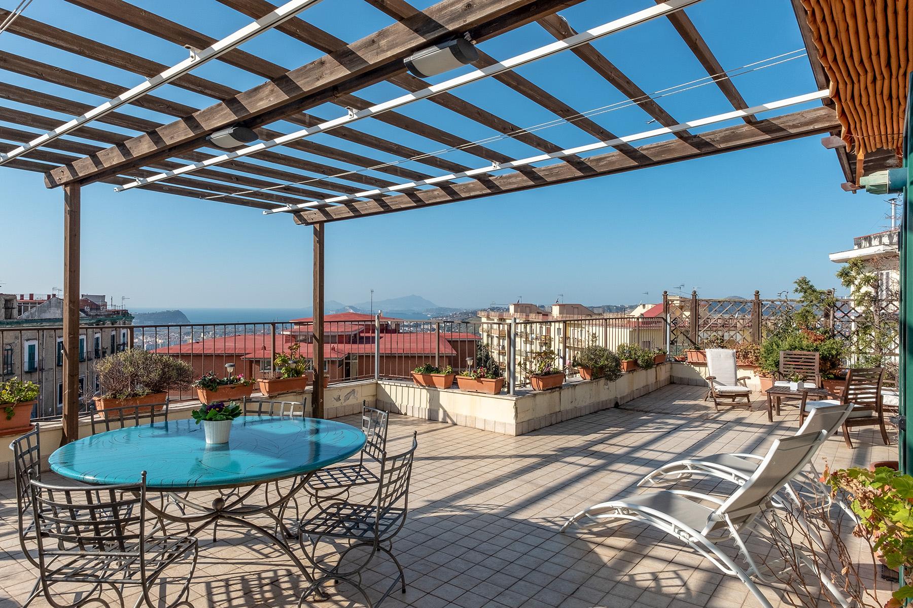 Appartamento in Vendita a Napoli: 5 locali, 220 mq