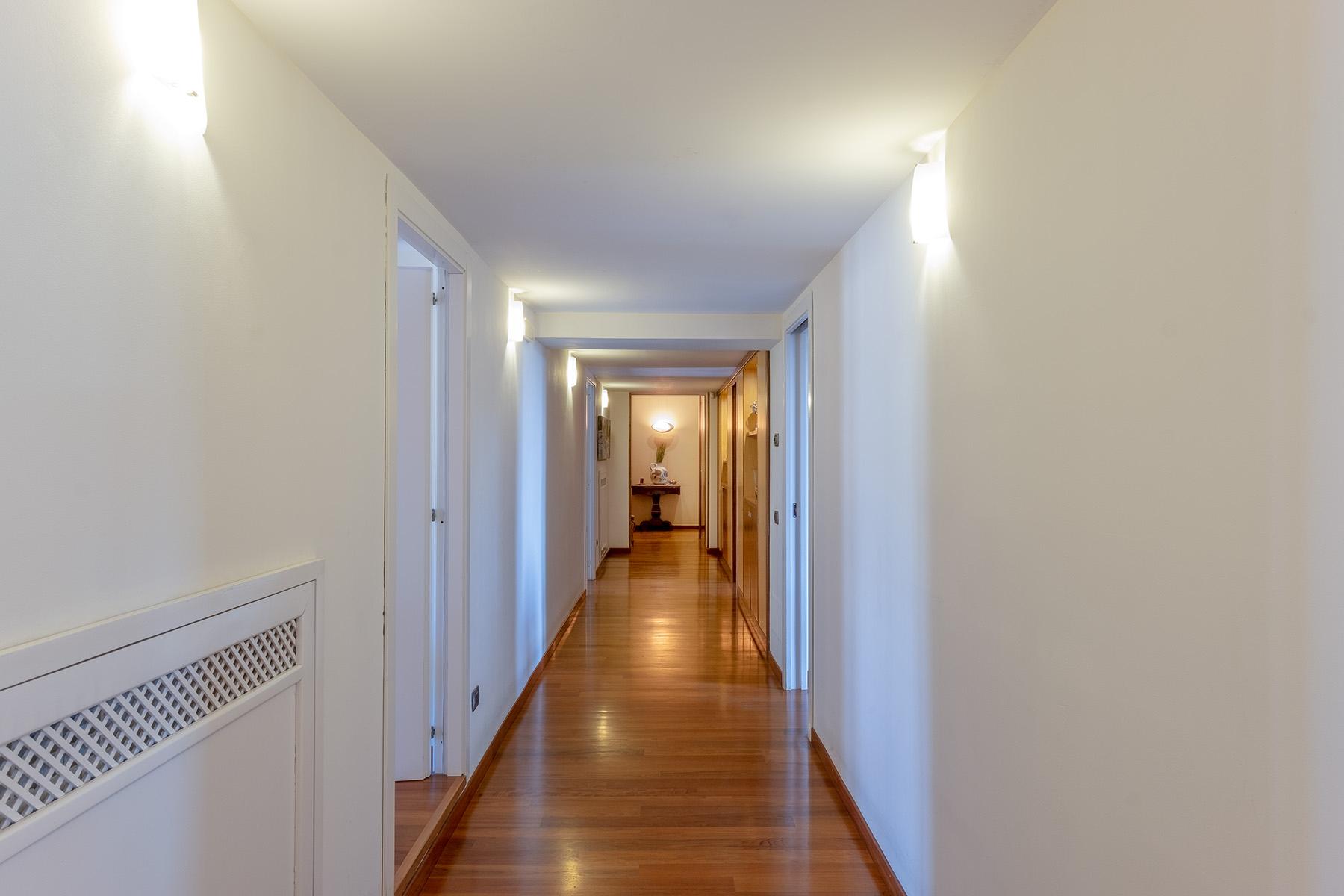 Appartamento in Vendita a Napoli: 5 locali, 220 mq - Foto 9