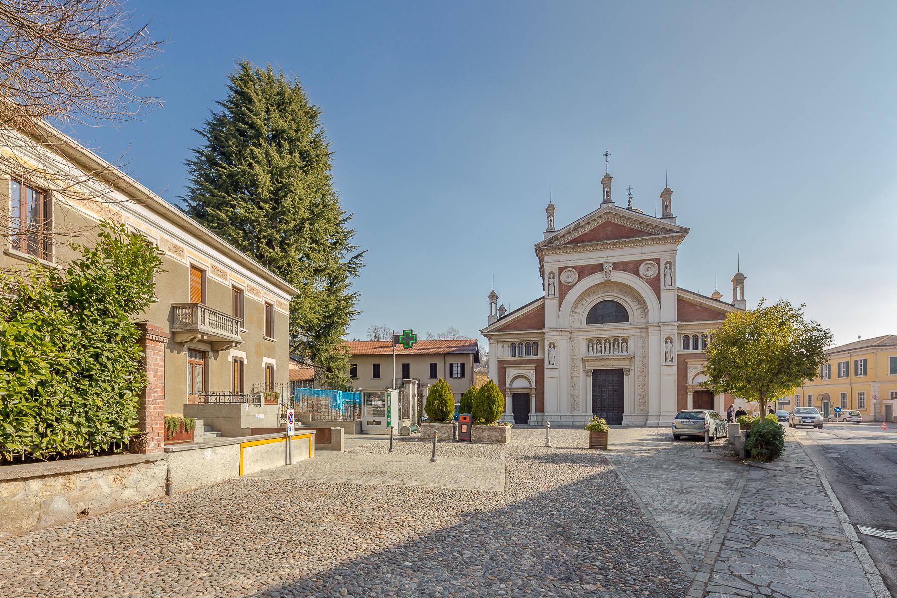 Villa in Vendita a Venegono Superiore: 5 locali, 380 mq