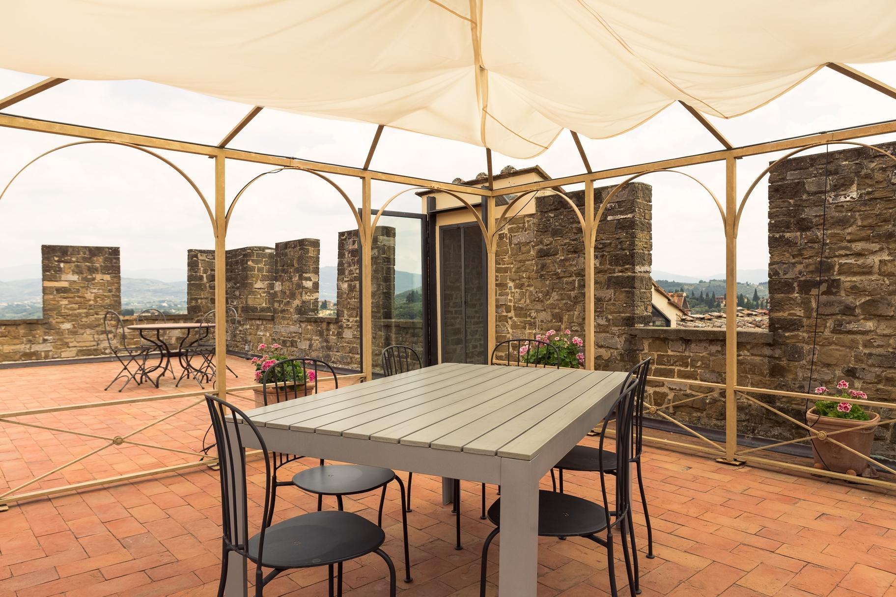 Attico in Affitto a Firenze Semicentro Ovest: 5 locali, 270 mq