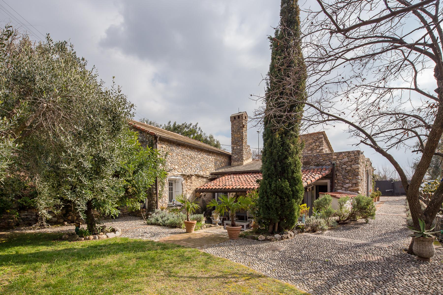 Villa in Vendita a Cisano Sul Neva: 5 locali, 450 mq - Foto 1