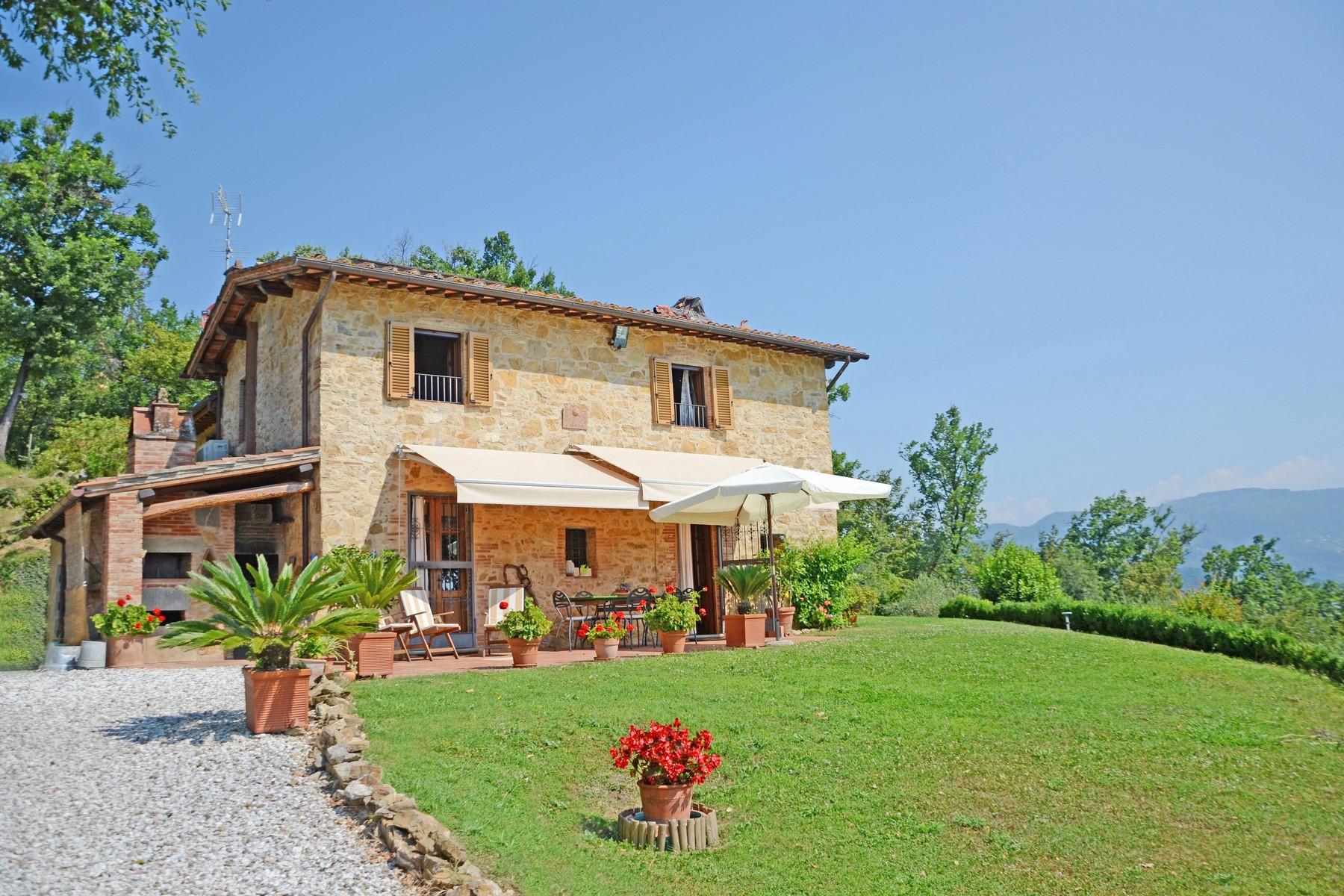 Rustico in Vendita a Lucca: 5 locali, 210 mq