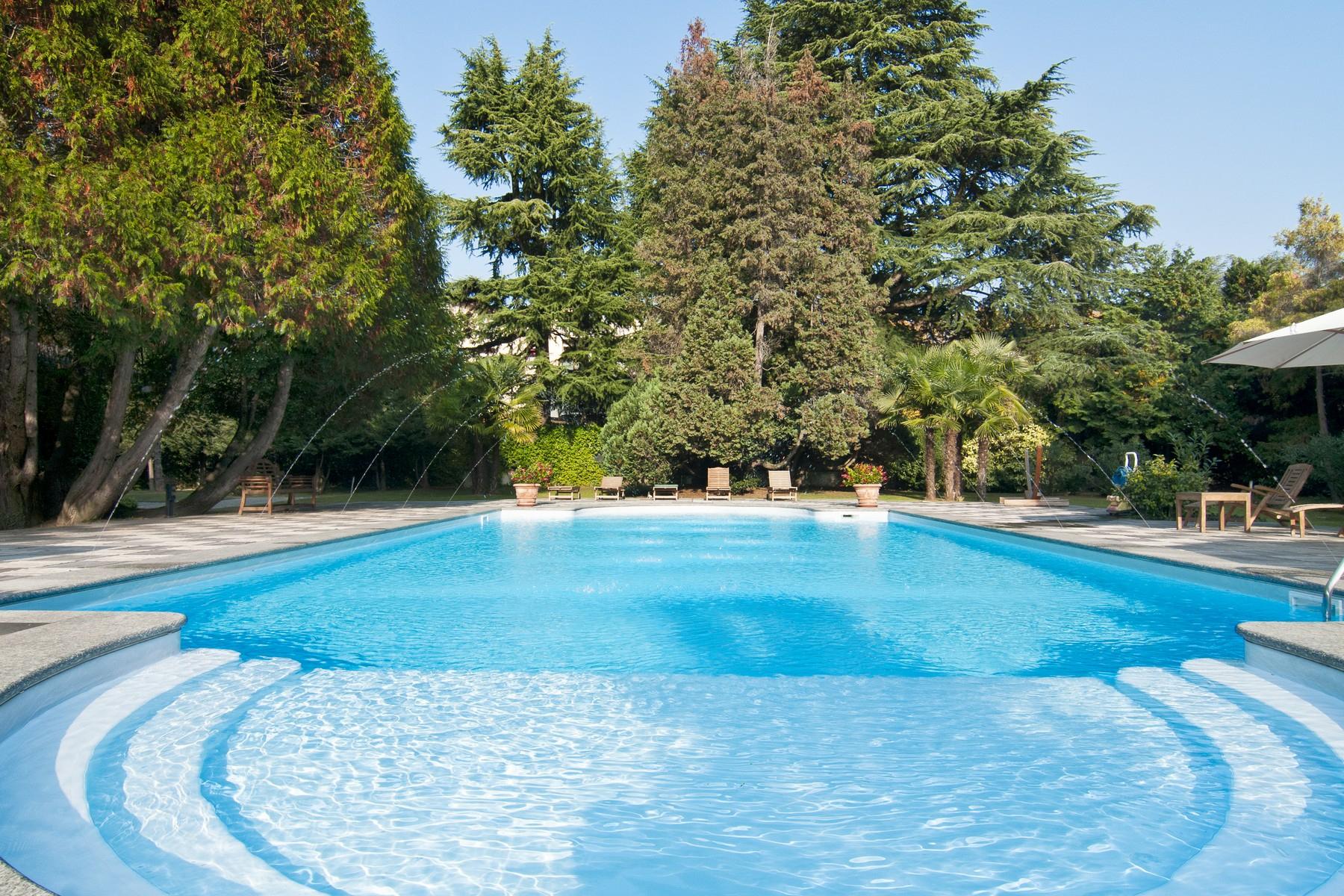 Villa in Vendita a Tradate: 5 locali, 700 mq